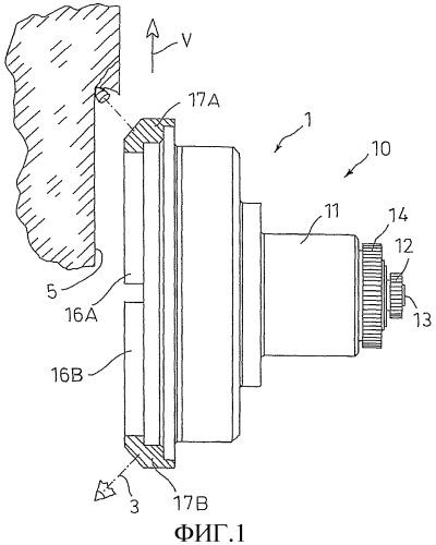 Приводное устройство для вращающегося, работающего с колебательным нагружением инструмента и инструмент с таким устройством