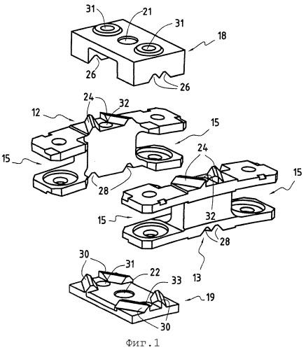 Механическое устройство, содержащее множество деталей, собранных вместе с точным относительным расположением