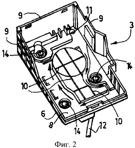 Цоколь автомобильной аккумуляторной батареи и теплозащитный кожух аккумуляторной батареи, оборудованный таким цоколем