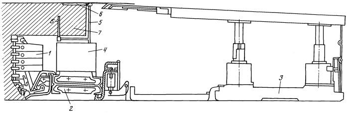 Способ уменьшения газовыделений из разрабатываемого пласта и запыленности атмосферы добычных участков путем добычи ископаемого блоками с транспортировкой их до дробильной камеры