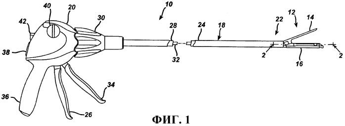 Хирургический инструмент для наложения скобок, содержащий многоходовый приводной механизм запуска с поворотной ручной отводящей системой с возвратной пружиной