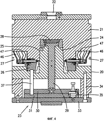 Совместное литьевое формование; и способ и устройство сборки пластмассовых изделий, имеющих компоненты, соединяемые шарнирно во время этапа извлечения из формы
