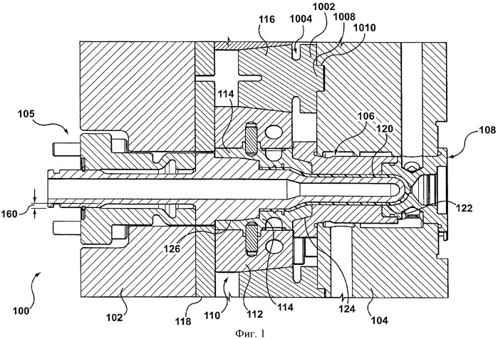 Компенсирующий удерживающий элемент для использования с системой литья и система литья, содержащая компенсирующий удерживающий элемент