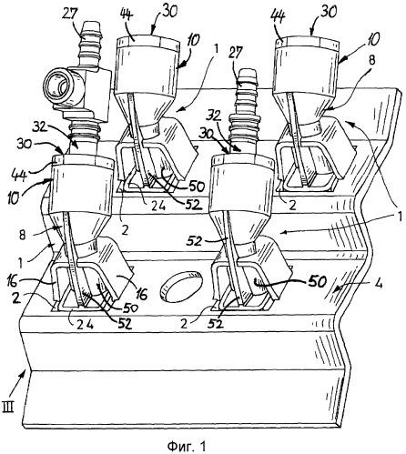 Соединительное устройство для трубопроводов для среды в области проведения через стенку, а также стеновой элемент