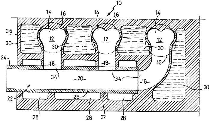 Выхлопное устройство, содержащее головку блока цилиндров с интегрированным и термически изолированным выхлопным коллектором