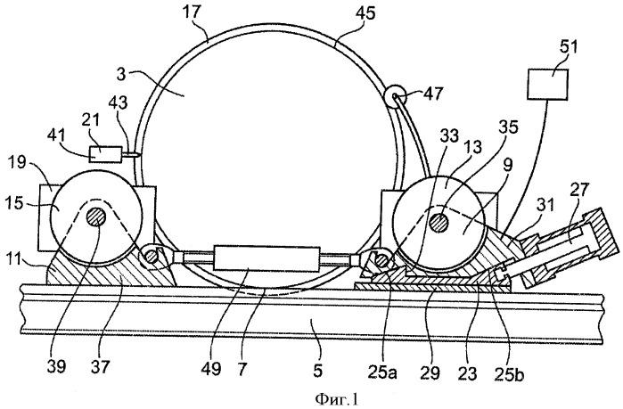 Устройство для подъема по меньшей мере одного колеса рельсового транспортного средства