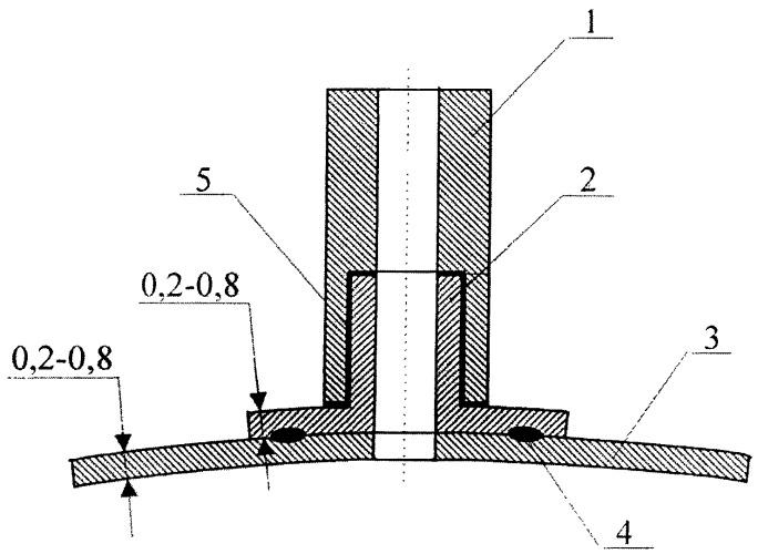 Узел соединения трубопровода из нержавеющей стали с сосудом из титанового сплава и способ его изготовления