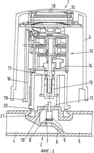 Клапанное устройство и способ приведения в действие клапана