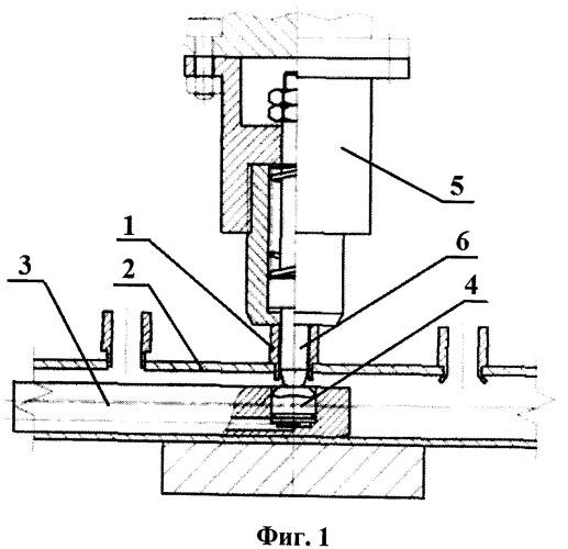 Способ соединения штуцеров с коллектором и устройство для пластической деформации