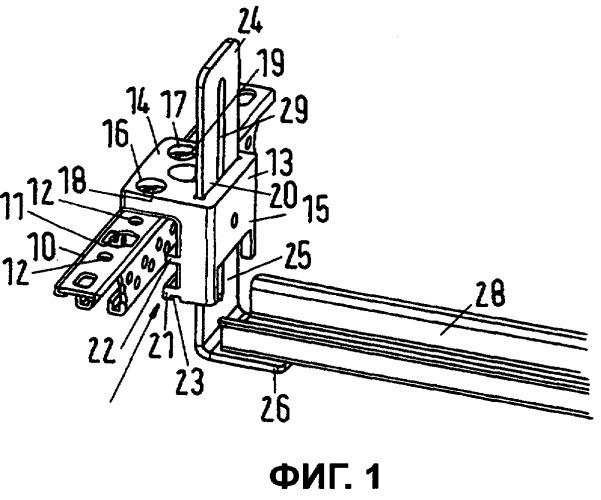 Удерживающее устройство для поперечины в электрическом распределительном шкафу и распределительный шкаф