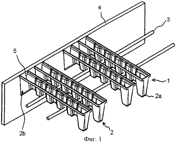 Опалубочное устройство и способ образования углубления при отливке конструктивного элемента