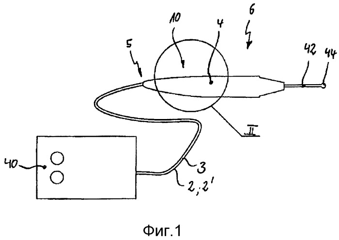 Устройство для герметичного соединения напорного шланга с элементом для захватывания или с соединителем хирургического инструмента