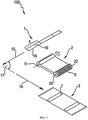 Устройство и способ для укладки отрезка ленточного материала заданной длины на движущийся тонколистовой материал в поперечной ориентации