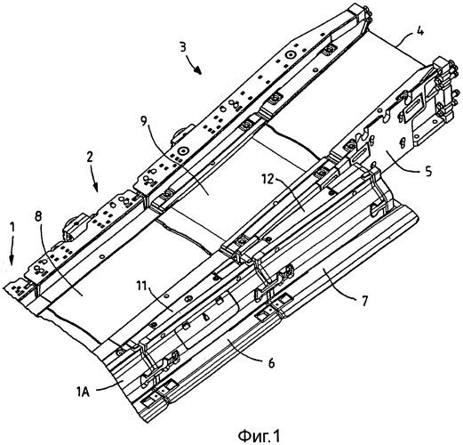 Присоединительное устройство для секции желоба добычного устройства, секция желоба и навесная часть для нее