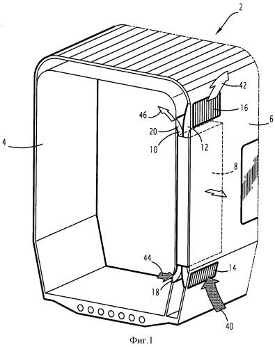 Комплекс из стенки и электрического прибора и соответствующий железнодорожный вагон