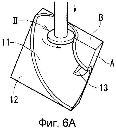 Угловой патрубок, выполненный обработкой резанием, и способ изготовления такого углового патрубка