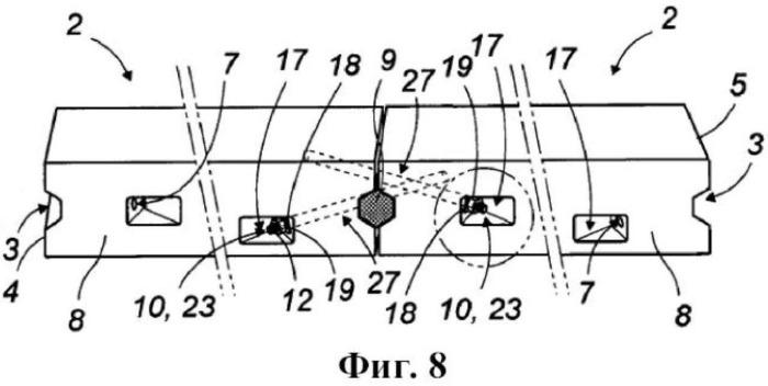 Поперечный соединительный узел, содержащий два расположенных напротив друг друга поперечных конца двух последовательных составляющих элементов дорожного полотна, и его система соединения