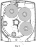 Дозатор для множества рулонов рулонного материала с автоматическим перемещением рулонов и способ зазрузки данного дозатора