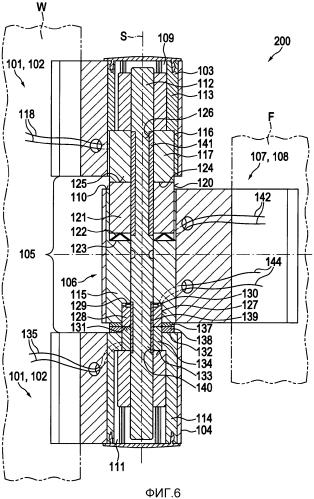 Способ и устройство для бесконтактной передачи электрической энергии между стеной и створкой, закрепленной на этой стене