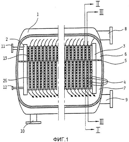 Пластинчатый испаритель с падающей пленкой и устройство пластинчатого испарителя, содержащее такой пластинчатый испаритель, расположенный в корпусе