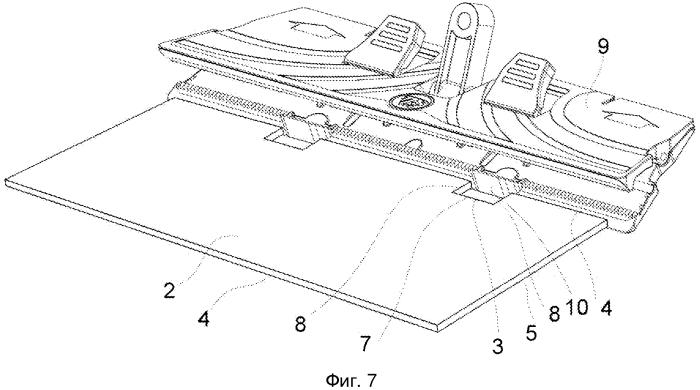 Чистящая насадка с вырезом, предназначенным для крепления насадки к основе швабры