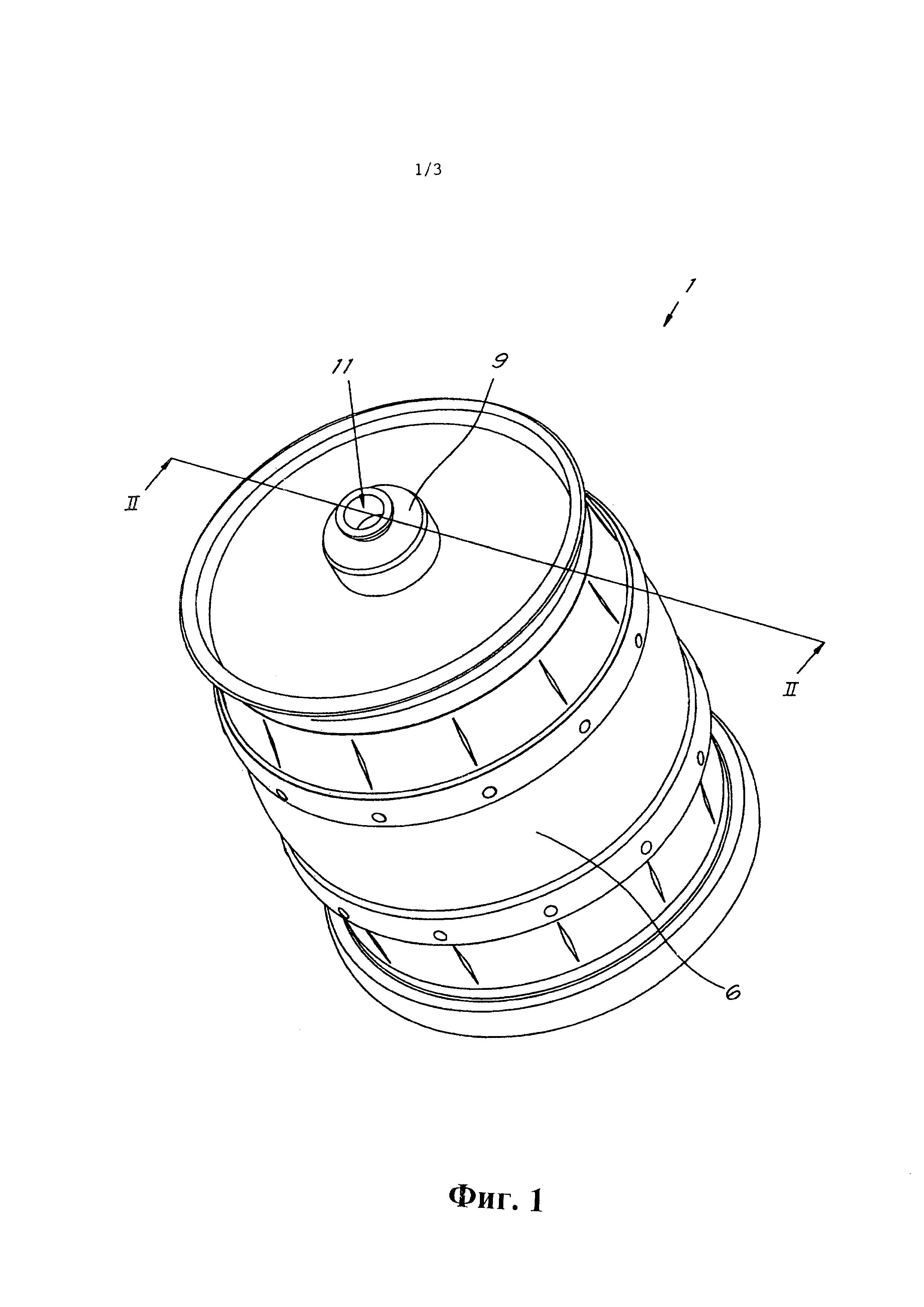 Комбинация контейнера для жидкого пищевого продукта и некоторого количества вытесняющей среды и использование вытесняющей среды