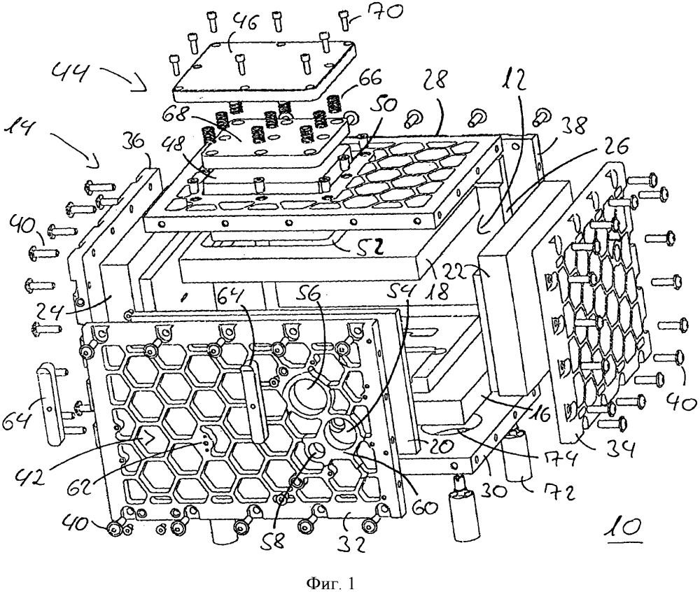 Термически изолирующее устройство для размещения по меньшей мере одного компонента системы sofc-топливных элементов и способ изготовления указанного устройства