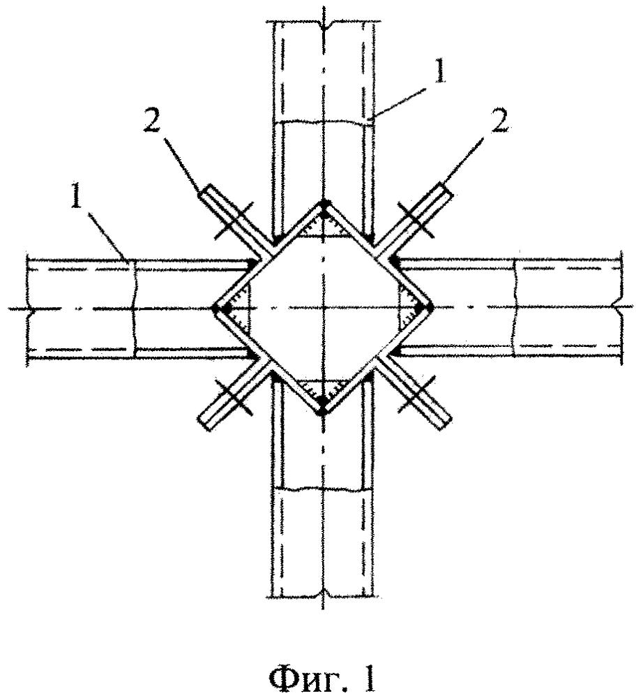 Узловое соединение перекрестных стержневых конструкций