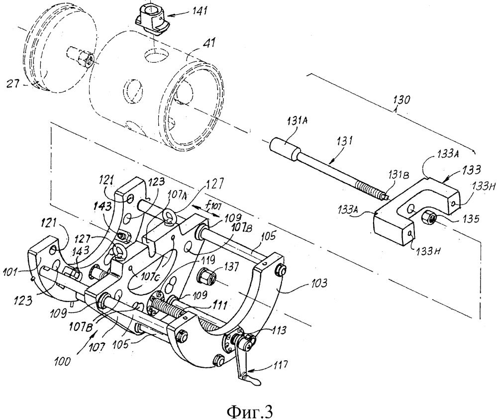 Устройство для удаления узла, образованного клапаном и клапанной клеткой, из машины
