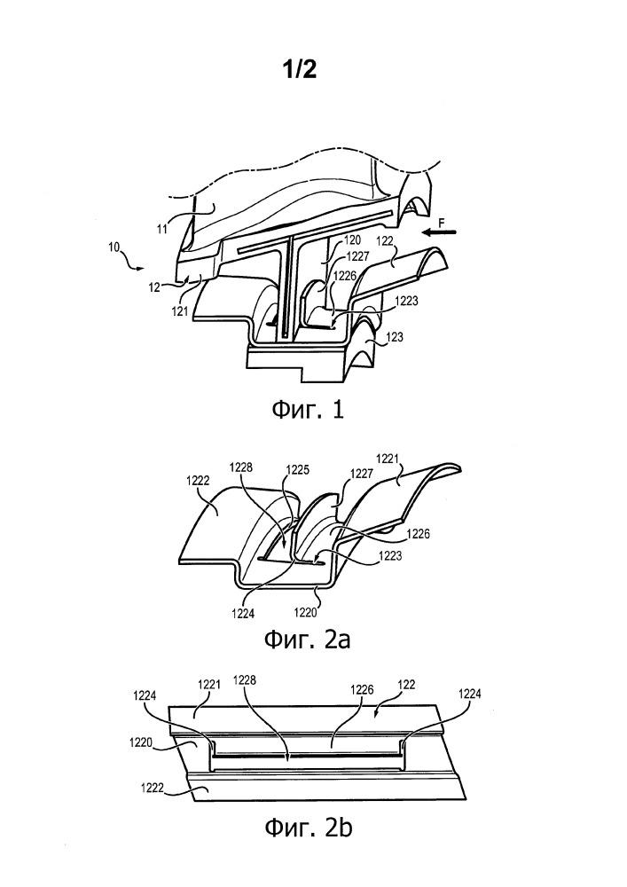 Неподвижная лопаточная решетка для направления потока в газотурбинном двигателе, содержащая внутреннюю площадку с встроенными усилениями, соответствующий газотурбинный двигатель и способ изготовления