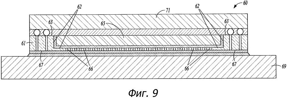 Электронный узел, который включает в себя уложенные друг на друга электронные устройства