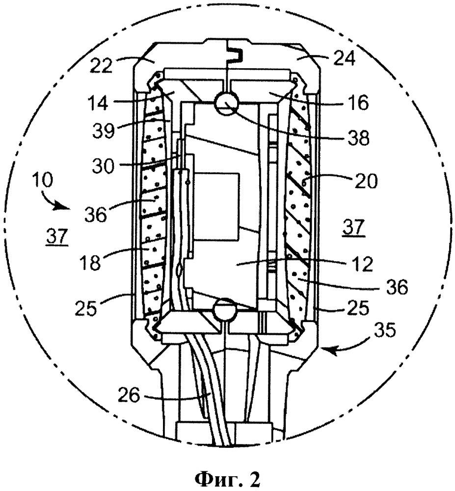 Микрофон, содержащий компонент из пеноматериала с закрытыми порами