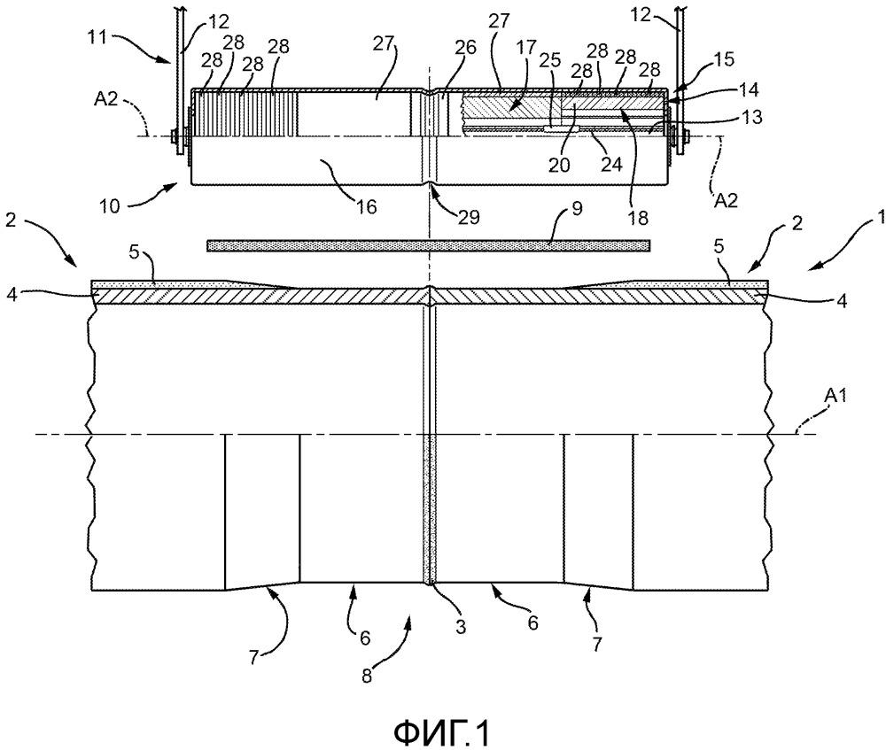 Ролик и способ для обжатия защитной обшивки из полимерного материала вокруг трубопровода