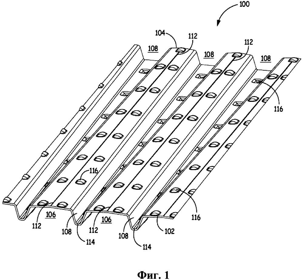 Блок фильтрующего материала с рифленым и облицовочным листами, имеющий выступы