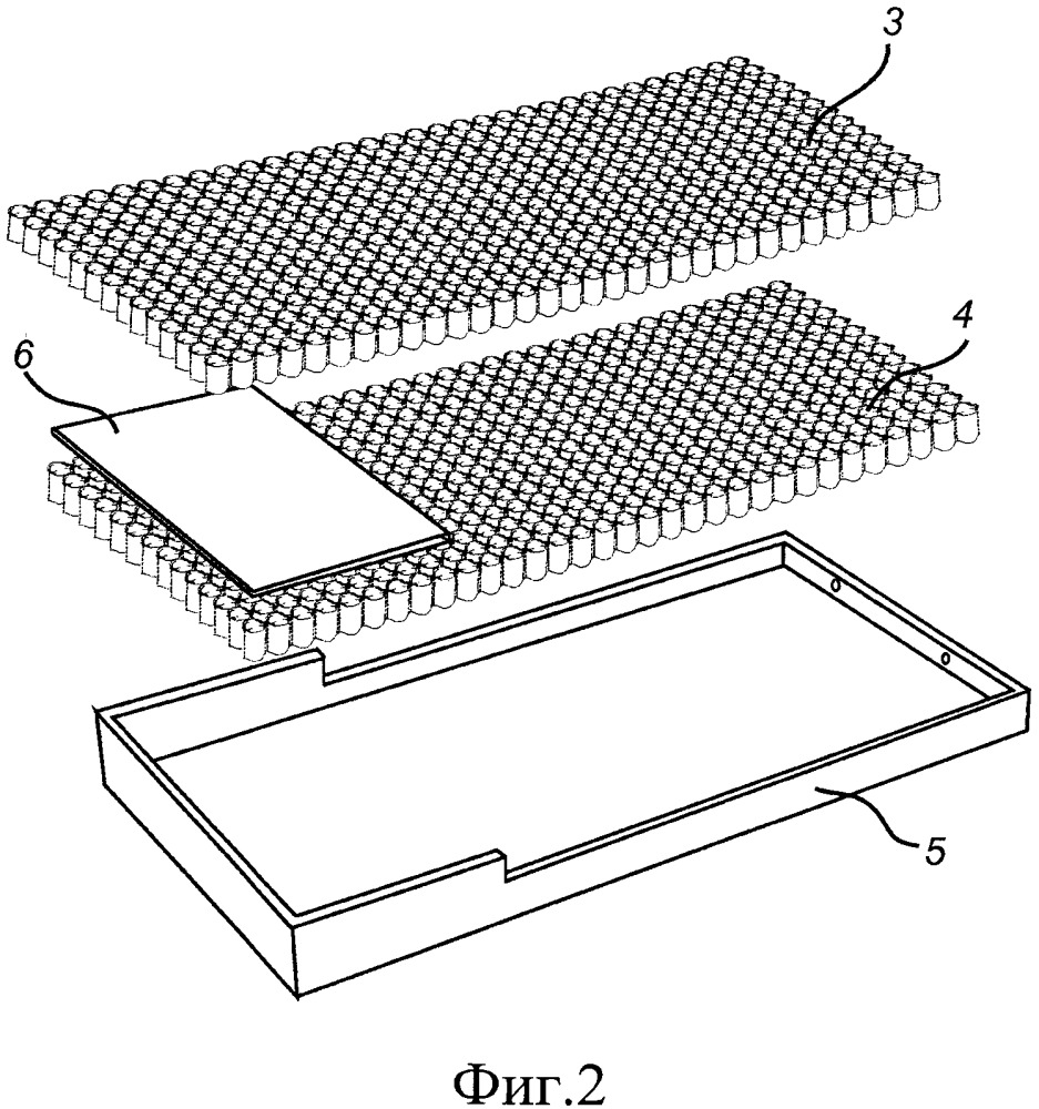 Устройство с матрасом, такое как кровать, имеющее регулируемую жесткость