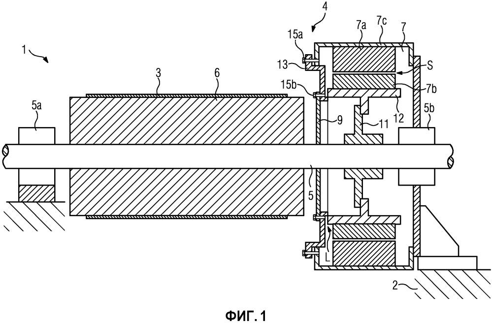 Привод для ленточной конвейерной системы, способ монтирования привода на ленточной конвейерной системе, а также ленточная конвейерная система