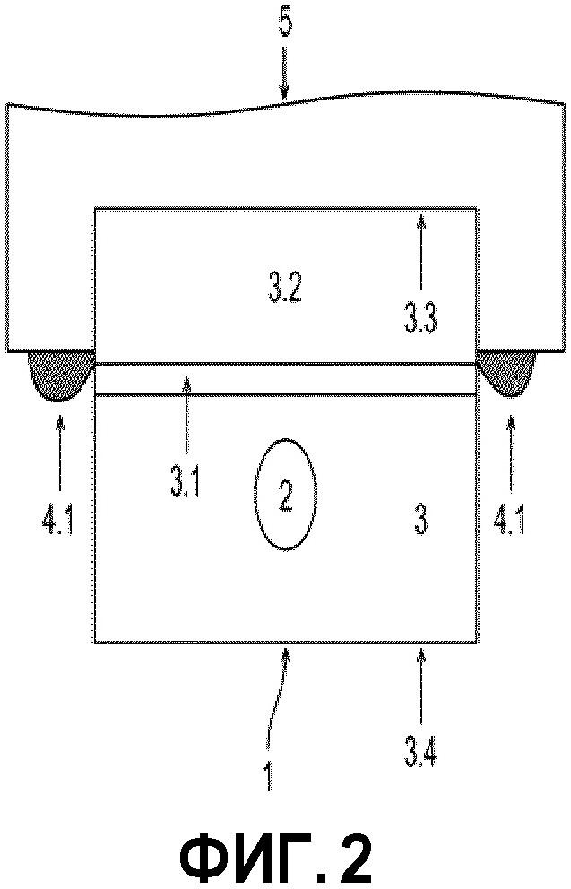Устройство, включающее в себя стекло и по меньшей мере одну подъемную планку, способ его изготовления и его применение