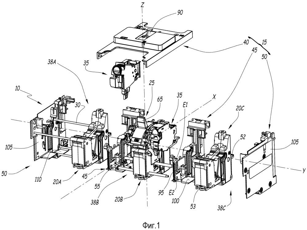 Электрическое коммутационное устройство, содержащее механизм переключения и по меньшей мере один вспомогательный блок
